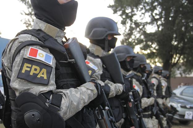 """FPA: Uniformados """"como marines..."""