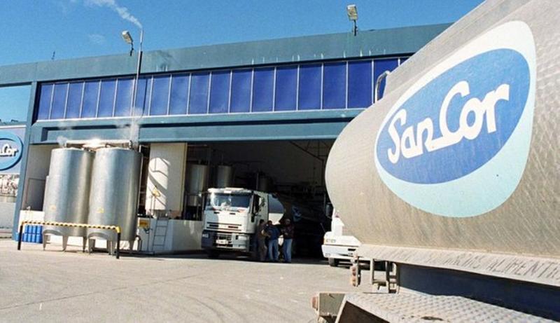 Camioneros argentinos paralizan distribución de lácteos