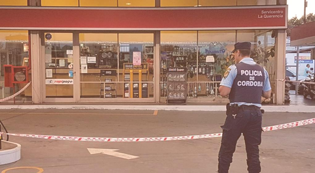 Balearon a policía en estación de servicios