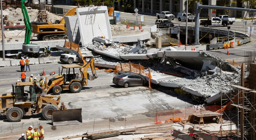 Colapso de puente peatonal deja 6 muertos