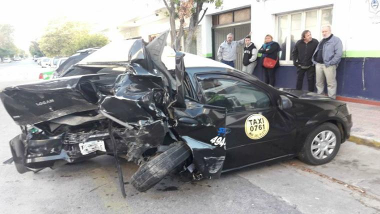 """Robó un auto, chocó un taxi y murió el conductor"""""""