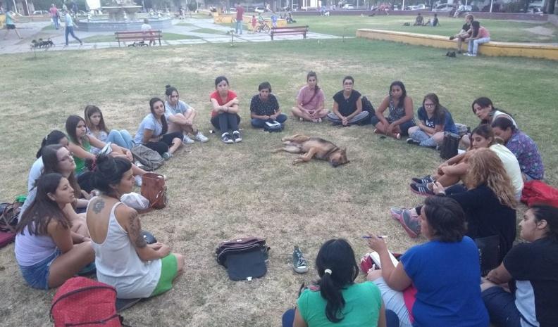 Miles de argentinas acompañan debate histórico sobre aborto - Internacionales