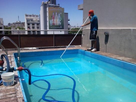 Bacterias y par sitos en las piletas telediario digital for Limpieza fondo piscina